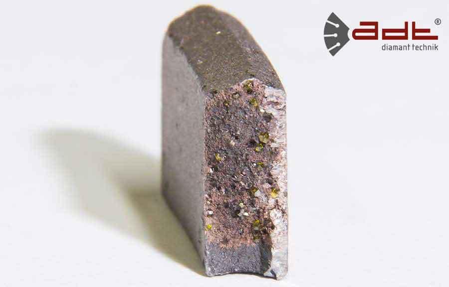 Querschnitt eines Diamanttrennscheiben Dach-Segments in standard Qualitä